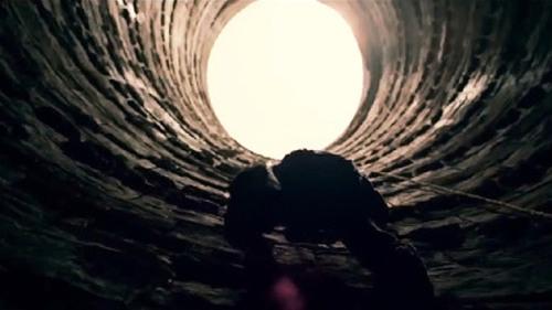 dark-knight-prison-escape1